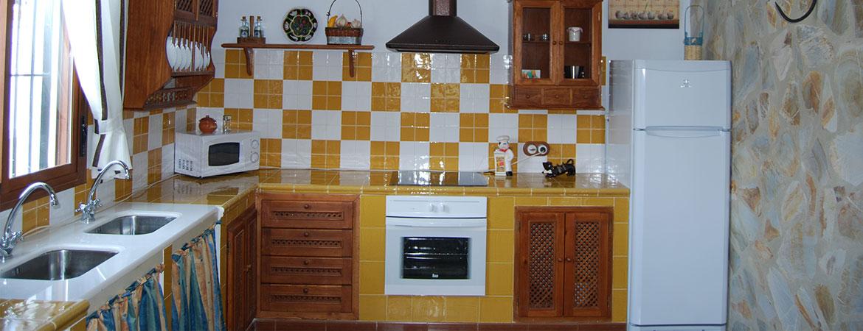 cocina2-casa-cortijo-turismo-rural-cabra-subbetica-cordoba-andalucia-espana-spain-2